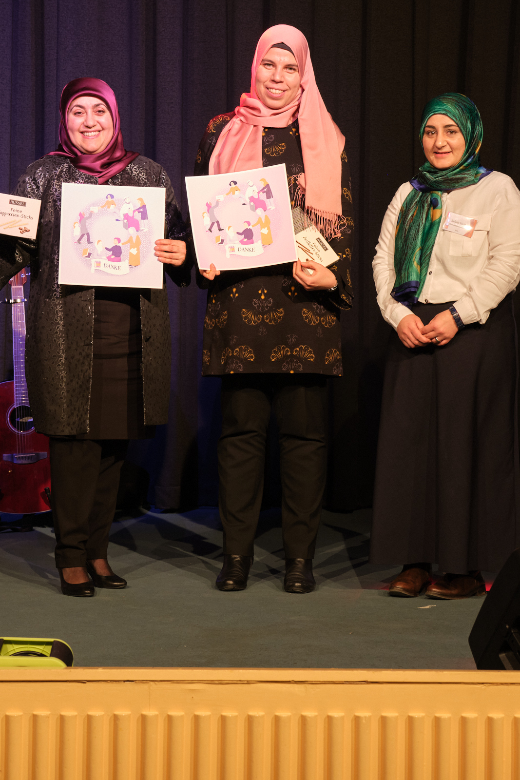 Sumayya Abu Zmero (li) und Jasmin Abed (re)